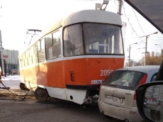 В Ульяновске трамвай сошел с рельсов