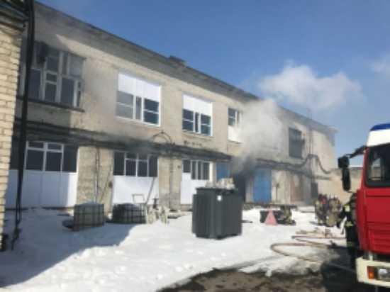ВУльяновске эвакуируют людей из-за пожара вдвухэтажном помещении